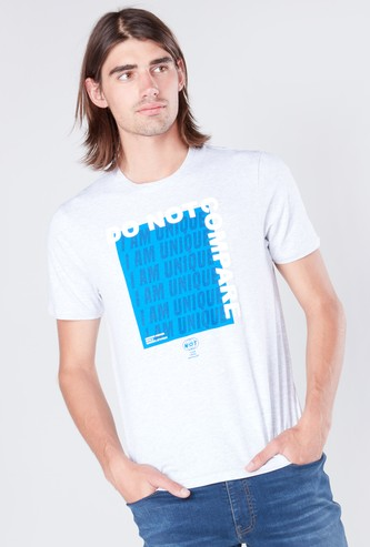Text Printed T-shirt in Slim-Fit with Short Sleeves