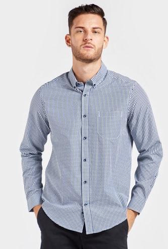 قميص كاروهات بقصّة عاديةوياقة عادية وأكمام طويلة وجيب على الصدر