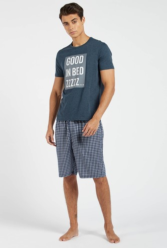 Graphic Print Short Sleeves T-shirt with Checked Shorts
