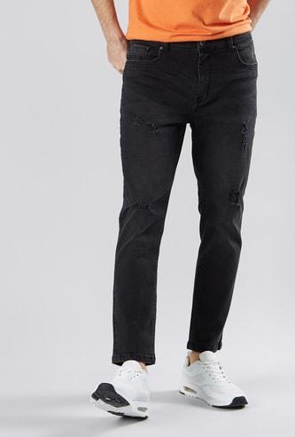 بنطال جينز بتصميم ممزق وجيوب وحلقات للحزام