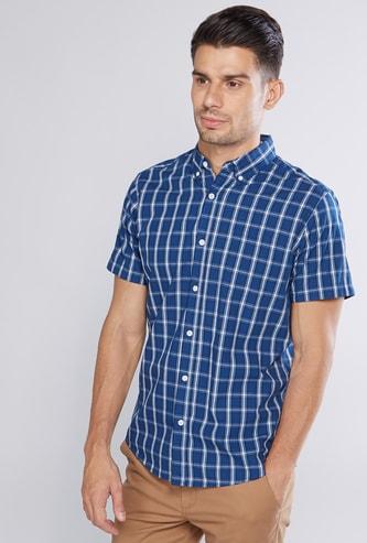 قميص كاروهات بأكمام قصيرة وجيب
