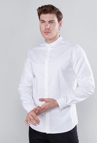 قميص سادة بياقة ماندراين وأكمام طويلة وأزرار
