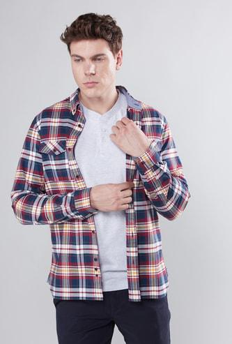 قميص كاروهات بأزرار وأكمام طويلة مع تفاصيل جيب