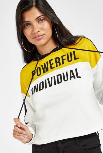 Slogan Print Colourblocked Cropped Hoodie with Long Sleeves