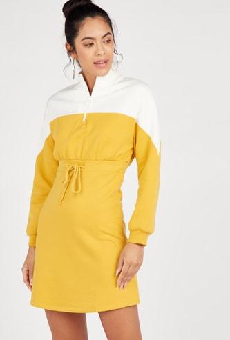 فستان واسع قصير بطبعات أزهار مع أكمام طويلة