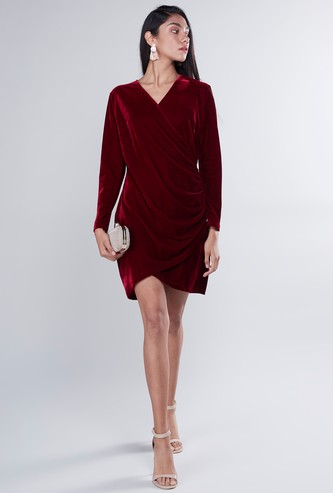 Ruched V-Neck Velvet Textured Dress with Long Sleeves