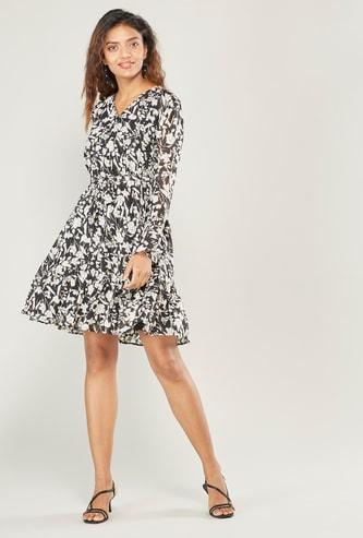 فستان ميدي ملفوف بطبعات أزهار وأكمام طويلة