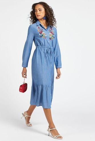 فستان ميدي متعدد الطبقات بأكمام طويلة وتطريز شامبراي