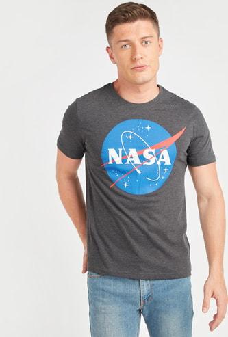 تيشيرت بأكمام قصيرة وطبعات شعار من ناسا