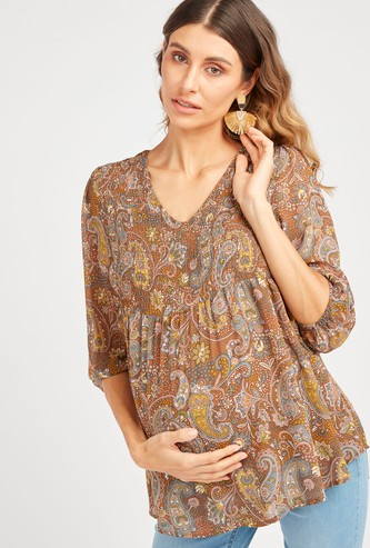 Printed Maternity Top with V-neck and 3/4 Sleeves