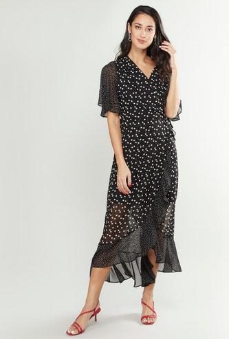 فستان ملفوف منقط بأكمام واسعة ورقبة مرتفعة