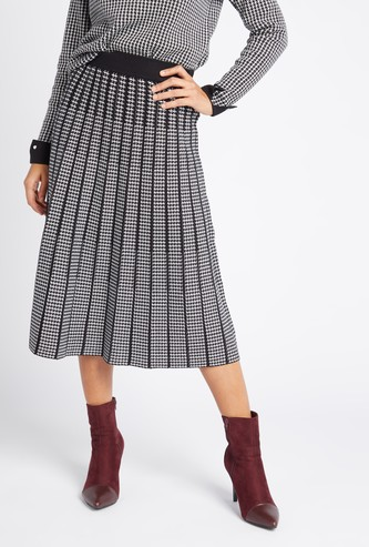 Textured Knee-Length A-line Skirt with Pleat Detail