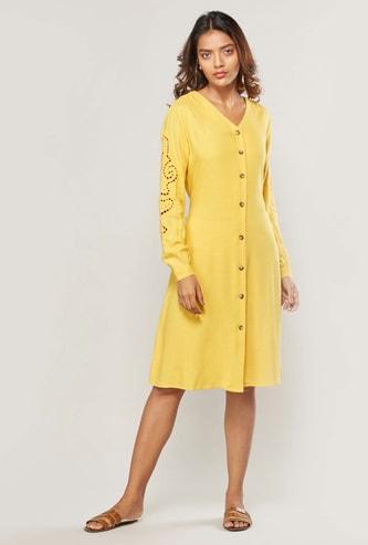 فستان قميص سادة متوسط الطول بياقة V وأكمام طويلة