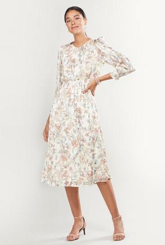 فستان متوسط الطول بياقة مستديرة بطبعات أزهار
