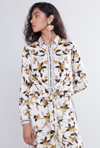 قميص بطبعات زهرية وأكمام طويلة ورباط وأزرار سفلية
