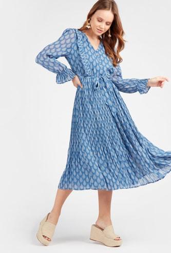 فستان إيه لاين متوسط الطول بأكمام طويلة وتفاصيل كشكش وطبعات