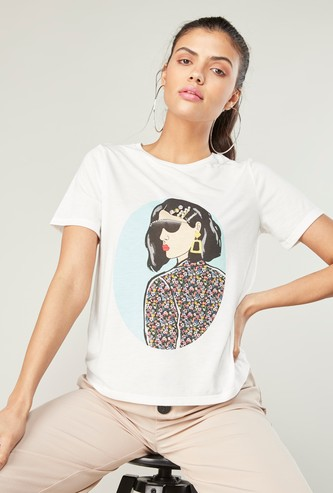 Printed Boxy T-shirt with Short Sleeves and Applique Detail