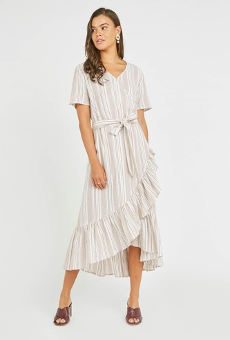 فستان ميدي ملفوف مقلم بأكمام قصيرة وياقة V