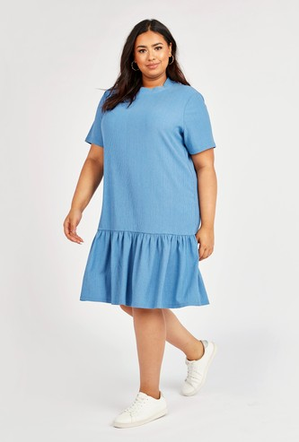 Textured Midi Shift Dress with Round Neck and Short Sleeves