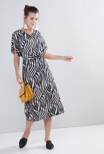 فستان إيه لاين متوسط الطول بأكمام واسعة وطبعات حيوانات
