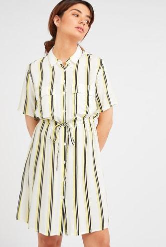 فستان قميص قصير مخطط بأكمام قصيرة وأربطة