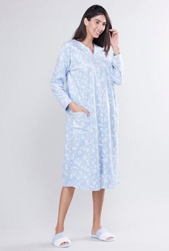 ثوب نوم باكمام طويلة وطبعات أزهار مع تفاصيل أزرار