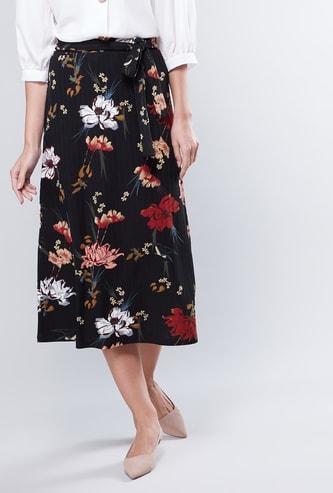 تنورة إيه لاين متوسطة الطول بأربطة وطبعات أزهار
