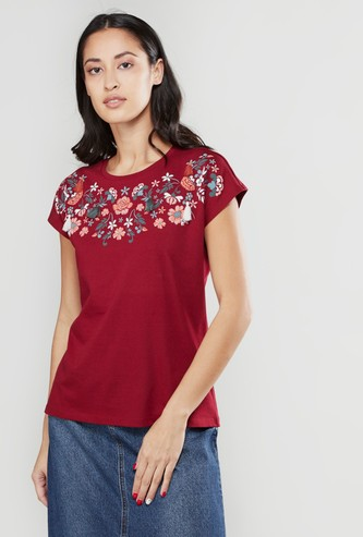 Embroidered T-shirt with Round Neck and Extended Sleeves