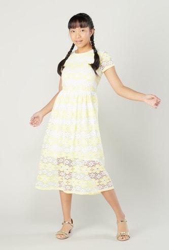 فستان ميدي دانتيل بارز الملمس بأكمام قصيرة