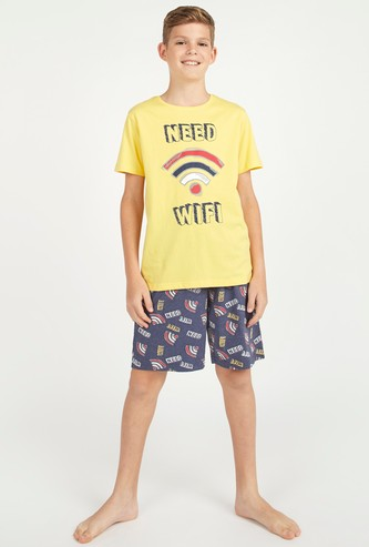 Typographic Print Round Neck T-shirt with Shorts