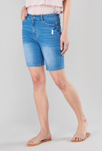 Skinny Fit Mid-Rise Knee Length Shorts