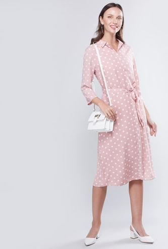 فستان منقط واسع متوسط الطول إيه لاين بأكمام 3/4 وأربطة
