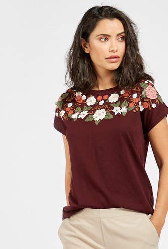 Embroidered Detail T-shirt with Round Neck and Cap Sleeves