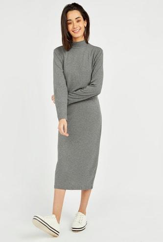 فستان واسع متوسط الطول بأكمام طويلة وطبعات