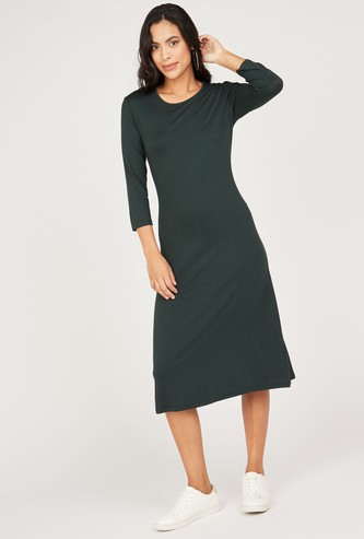 Solid Round Neck A-line Midi Dress with 3/4 Sleeves