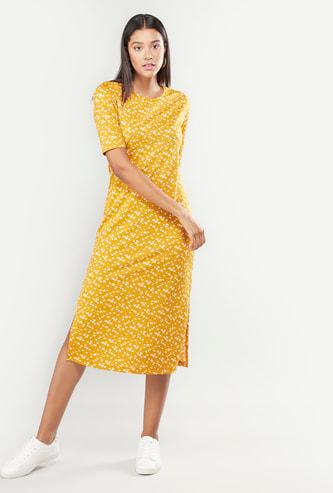 فستان متوسط الطول بياقة مستديرة وأكمام قصيرة بطبعات