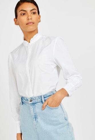 قميص سادة بياقة بأطراف غير مستوية وأكمام طويلة