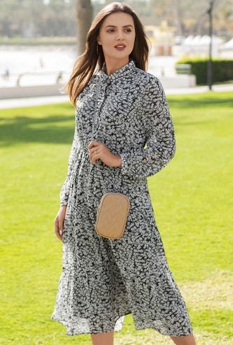 فستان ميدي متعدد الطبقات بياقة عادية وأكمام بيشوب وطبعات عليه بالكامل