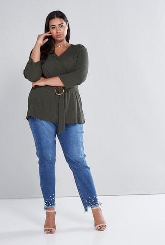 بنطال جينز بتصميم ممزق وتفاصيل لؤلؤ