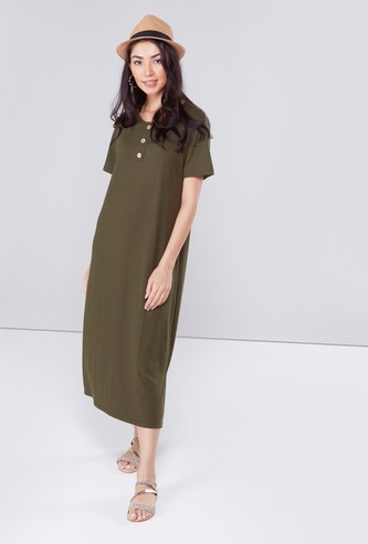 Ribbed Round Neck Midi Dress with Short Sleeves and Button Detail