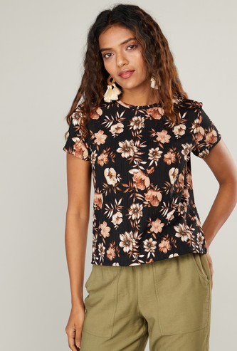 Floral Print Textured Round Neck T-shirt with Short Sleeves