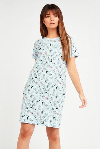 فستان نوم بأكمام قصيرة وطبعات سنوبي أند فريندس