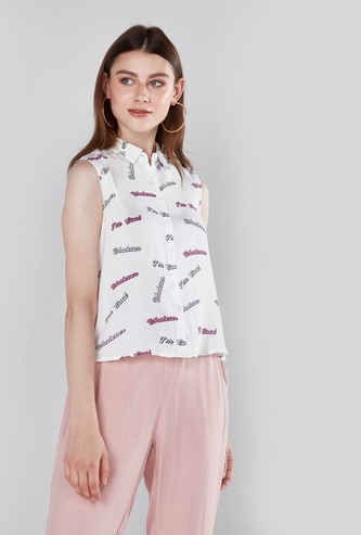 قميص دون أكمام بياقة عاديّة وطبعات