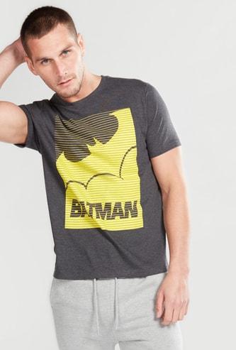 تيشيرت بأكمام قصيرة وياقة مستديرة ونقش باتمان
