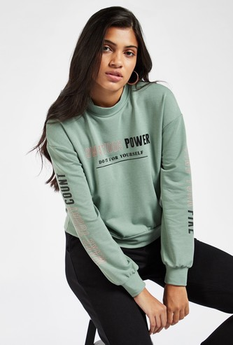 Graphic Print Cropped Sweatshirt with Crew Neck and Long Sleeves
