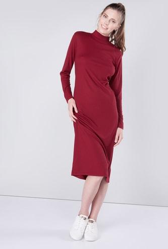 فستان إيه لاين متوسط الطول بارز الملمس بياقة ضيقة