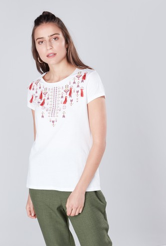Printed Round Neck T-shirt with Short Sleeves and Tassel Detail