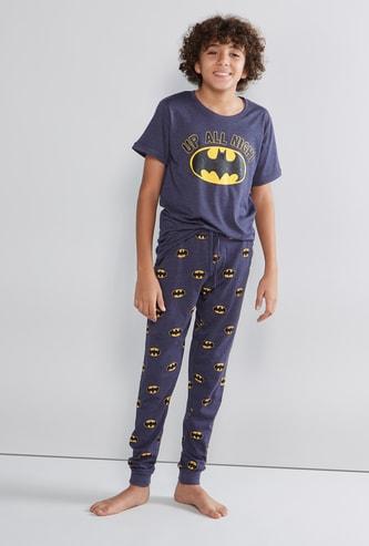 طقم بنطلون رياضي وتيشيرت بأكمام قصيرة وطبعات باتمان