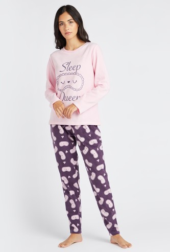 Graphic Print Round Neck T-shirt and Contrast Pyjama Set