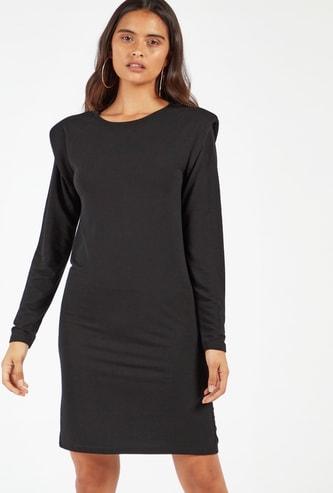 فستان سادة واسع بطول الكاحل مع أكمام طويلة